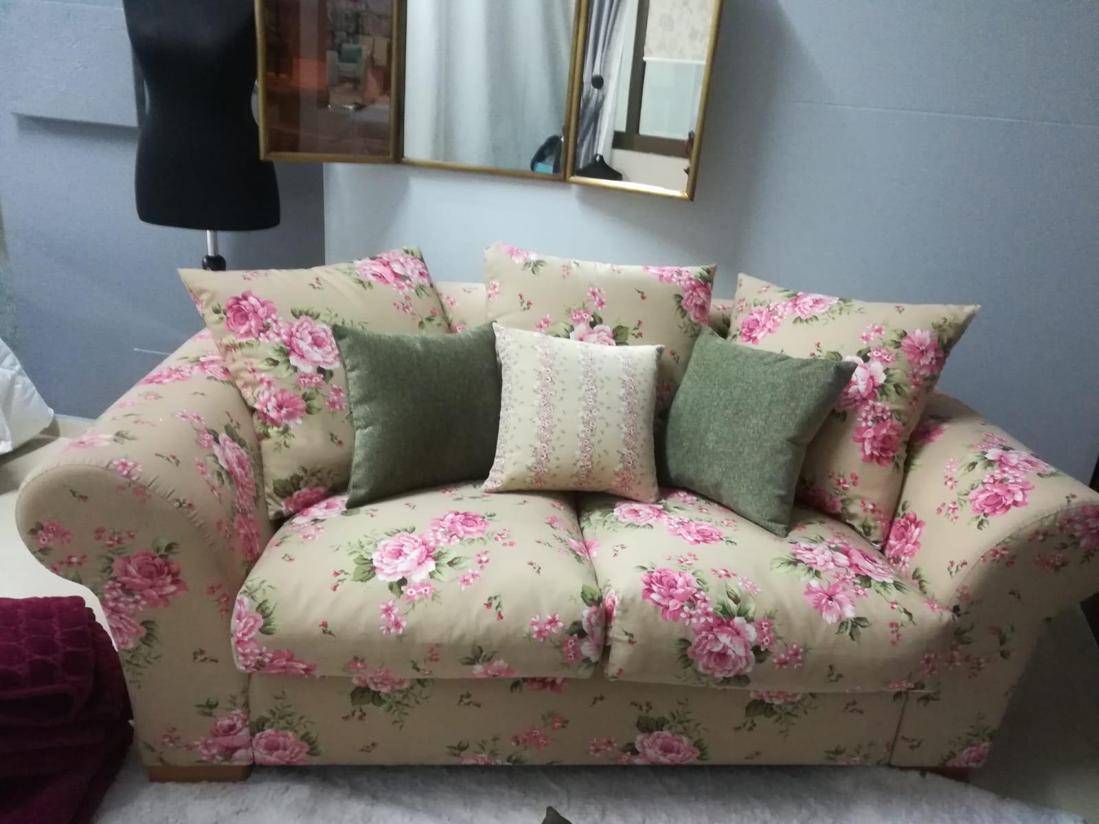 Sofa dos plazas estampado
